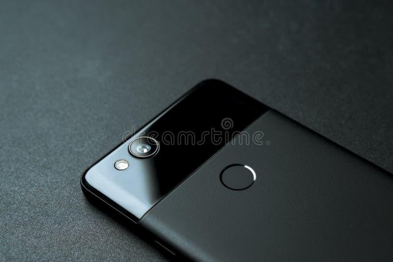 Parte trasera negra del teléfono del pixel 2 de Google imagen de archivo libre de regalías