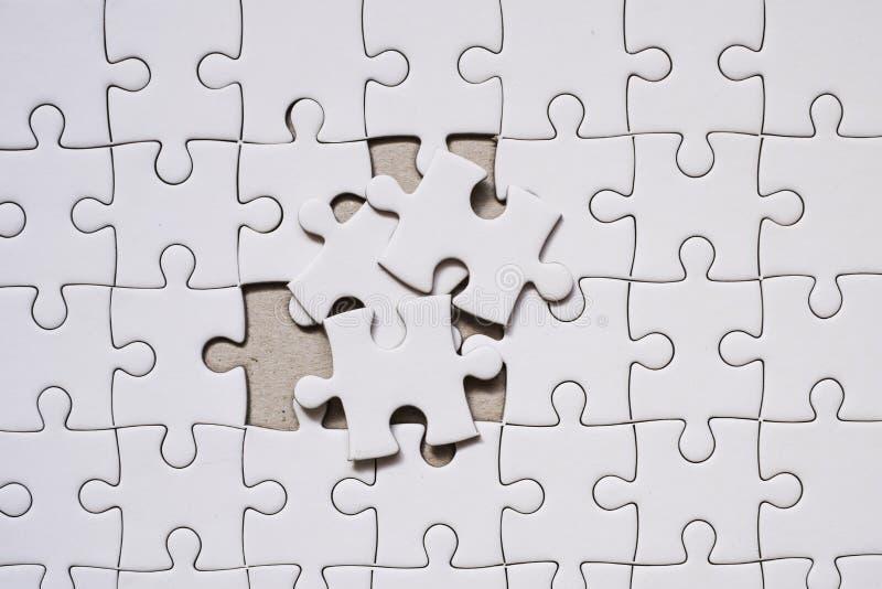 parte vazia branca do enigma de serra de vaivém Conceito do negócio para completo e trabalhos de equipa imagens de stock royalty free