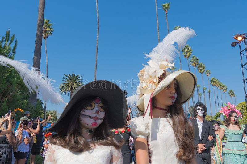 Partecipanti all'abbigliamento tradizionale durante il giorno dei morti immagine stock libera da diritti