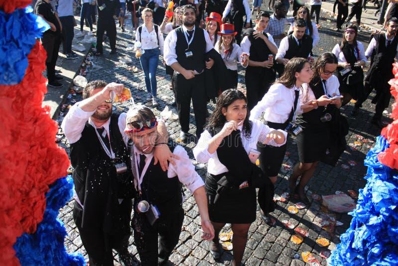 Partecipanti durante la celebrazione tradizionale immagini stock