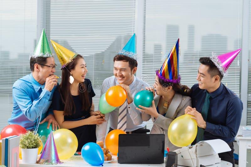 Partei im Büro stockbild