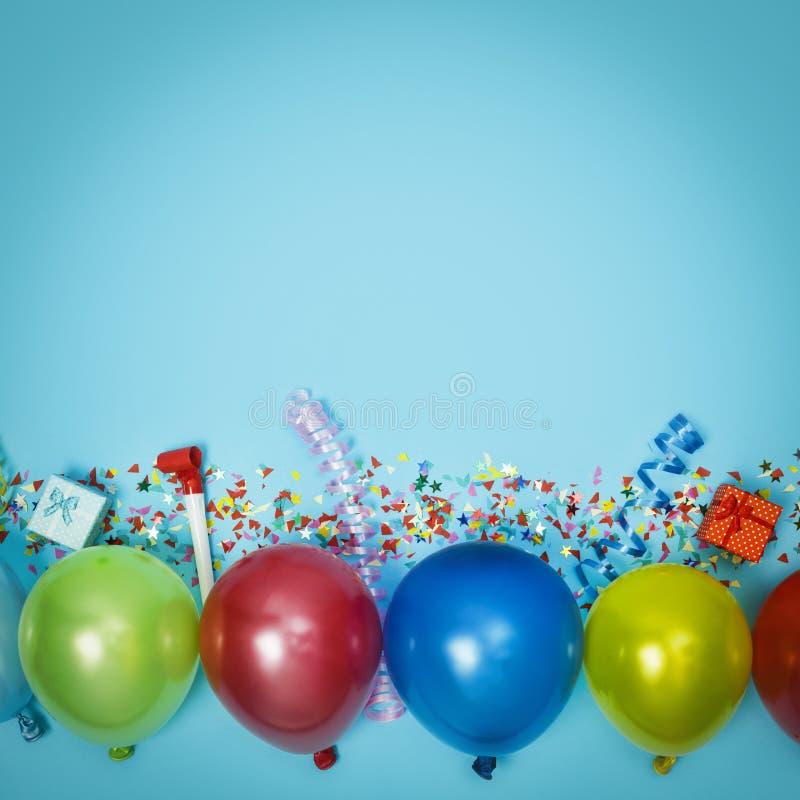 Partei, Konfetti, Grenze, Rahmen, bunt, Spaß, Geburtstag, Hintergrund, Dekoration, Blau, Kopienraum, mehrfarbig, lizenzfreie stockfotos