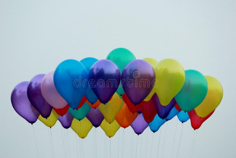 Partei steigt hoch oben im Ballon auf lizenzfreie stockbilder