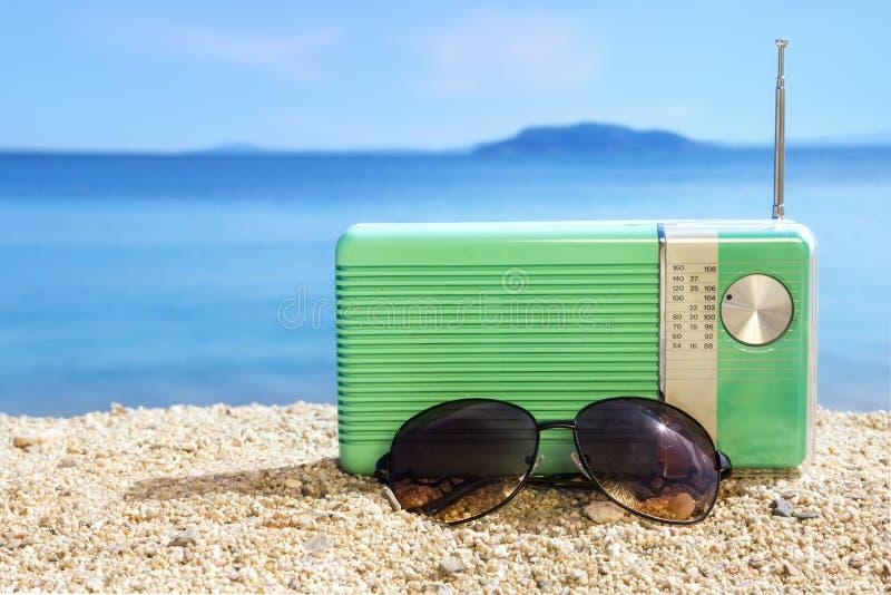 Parteizeit auf dem Strand lizenzfreie stockfotos
