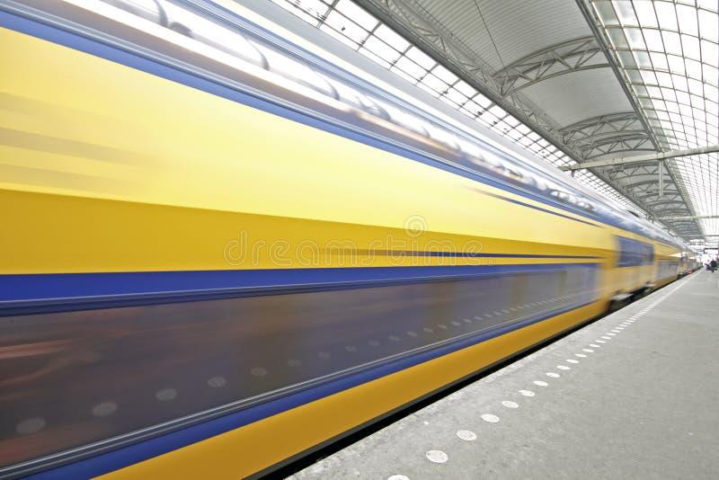 Partenza del treno dai Paesi Bassi di Amsterdam immagine stock