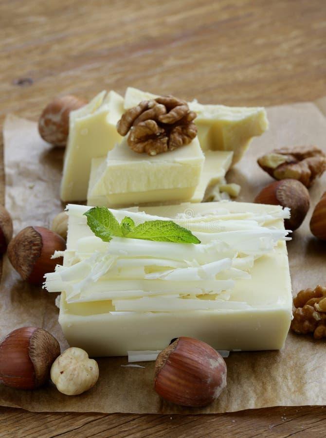 Partes brancas do chocolate da grande barra foto de stock royalty free