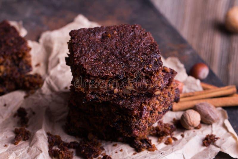 Partes de bolo de chocolate do Natal fotos de stock royalty free
