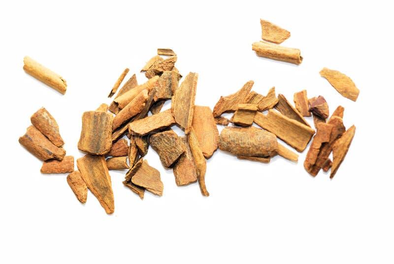Partes de casca de canela isoladas foto de stock