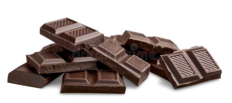 Partes de chocolate delicioso isoladas no branco fotografia de stock