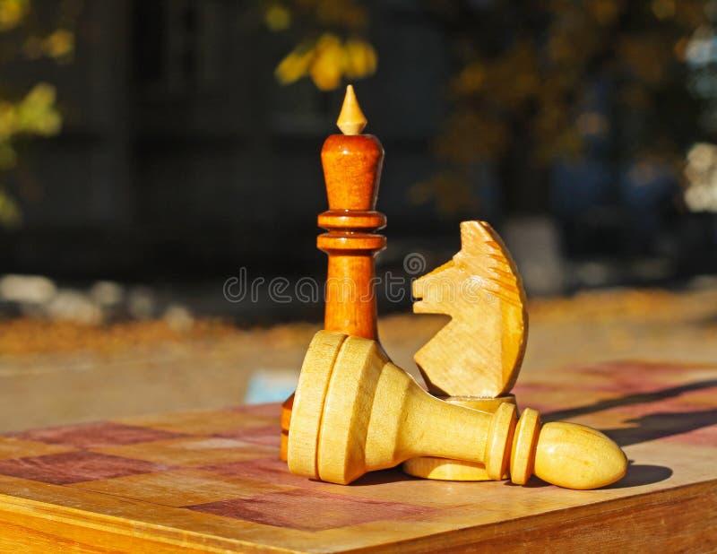 Partes de xadrez na tabela fotos de stock royalty free