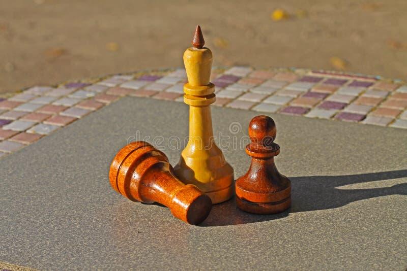 Partes de xadrez na tabela fotos de stock