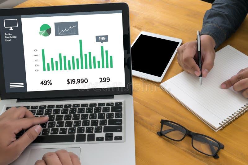 Partes do rendimento do aumento das vendas do homem de negócio e cliente Marketin fotos de stock