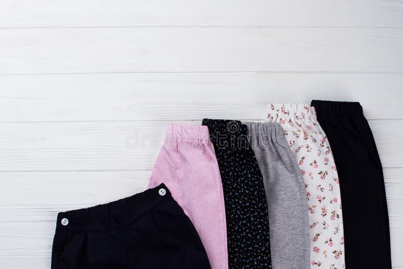 Partes inferiores do Nightwear para meninas foto de stock