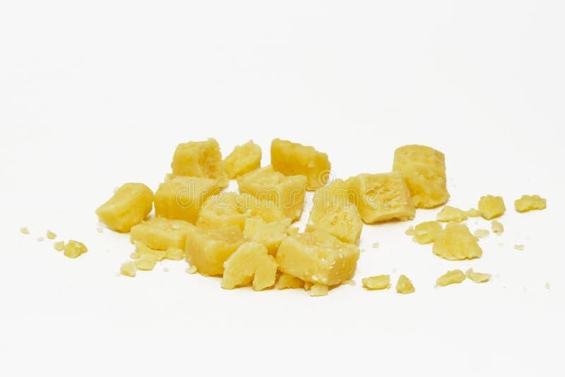 Partes isoladas de queijo fotografia de stock royalty free