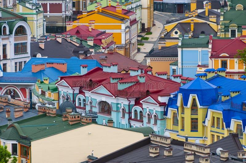 Partes superiores coloridas do telhado de construções históricas fotos de stock royalty free