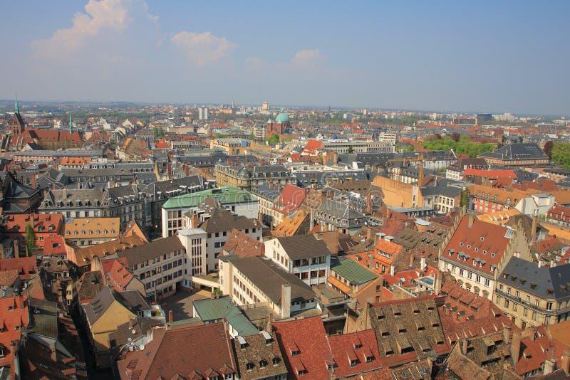 Partes superiores coloridas do telhado de Strasbourg imagem de stock royalty free
