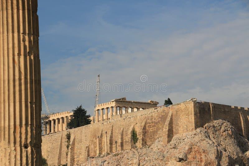 PARTHENON - AKROPOL - ATEN - sikt från staden royaltyfria foton