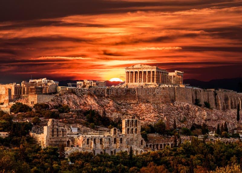 Parthenon, Akropolis van Athene, onder Dramatische Zonsonderganghemel van Gre stock foto