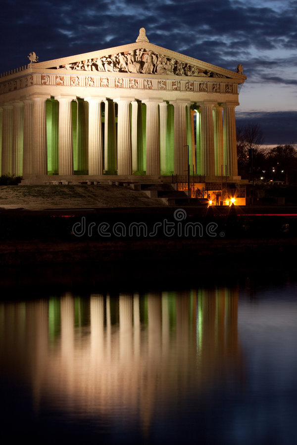 Parthenon en la noche fotografía de archivo