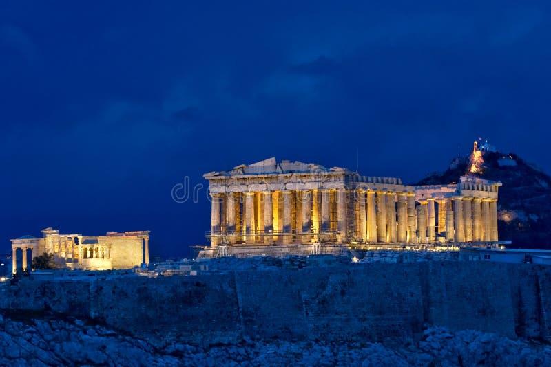 Parthenon nachts auf Akropolise lizenzfreies stockfoto