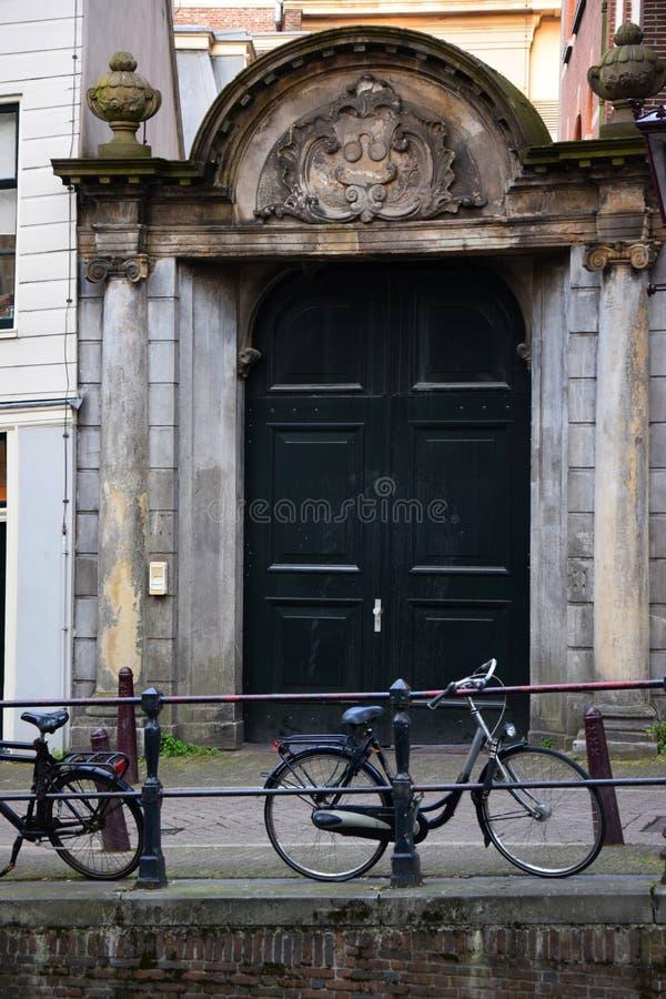 Parti anteriori delle case olandesi - Amsterdam, Olanda, Paesi Bassi fotografie stock libere da diritti