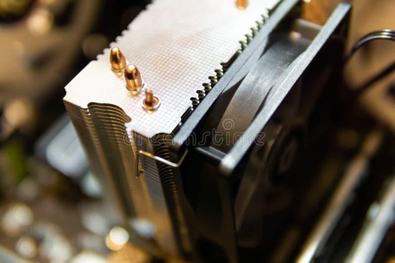 Parti ed accessori all'interno del computer, del fuoco selettivo e della sfuocatura immagini stock libere da diritti