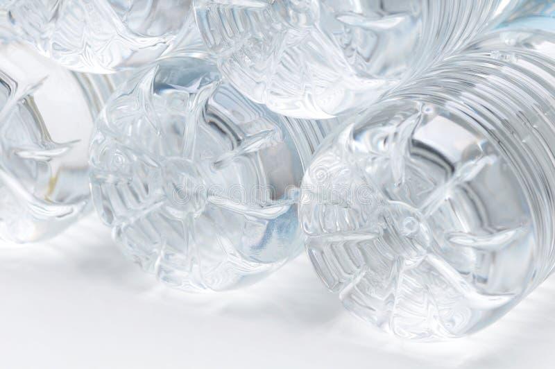 Parti inferiori di plastica della bottiglia di acqua fotografie stock libere da diritti
