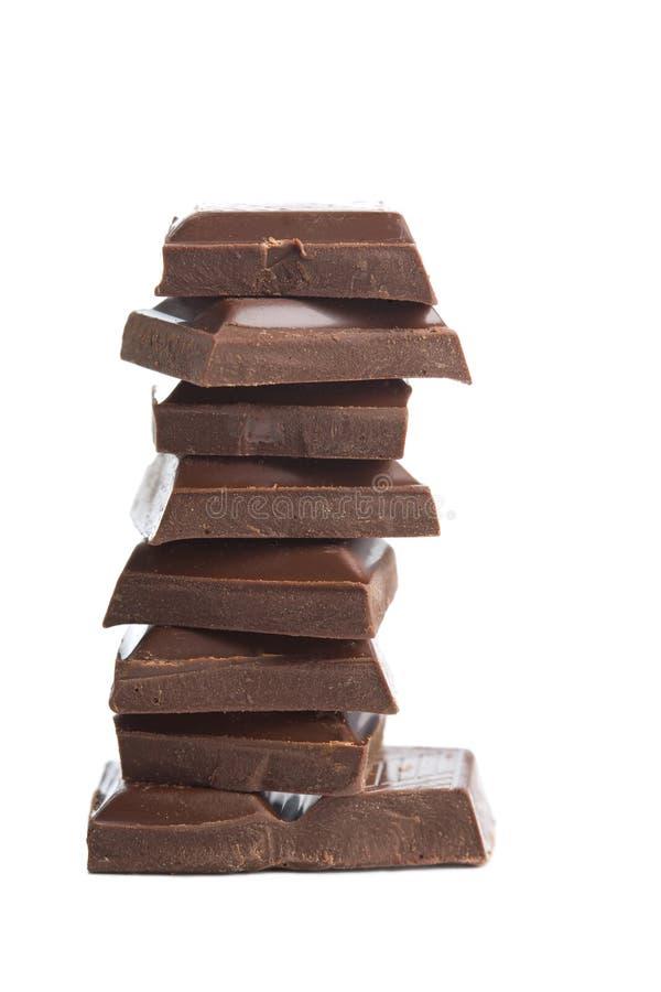 Parti rotte di cioccolato isolate fotografia stock libera da diritti