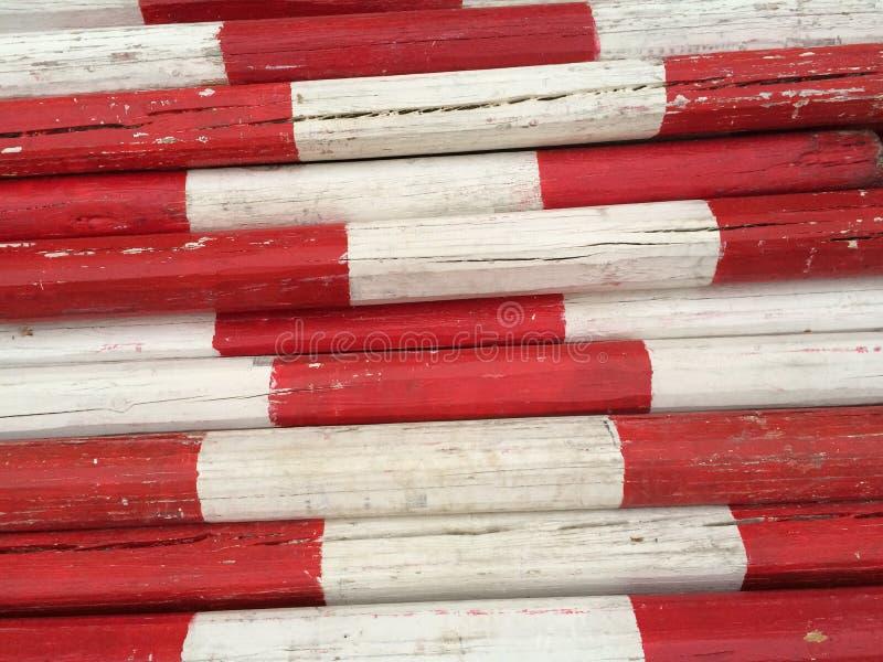 Participaciones de madera en blanco y rojo imagen de archivo