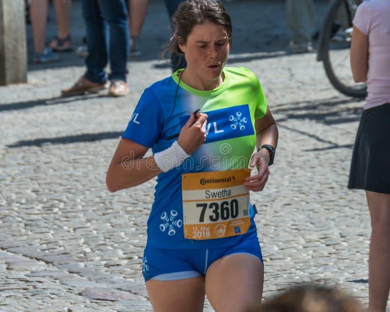 Participante del maratón 2018 en el ayuntamiento viejo - Regensburg, Alemania de Regensburg fotos de archivo