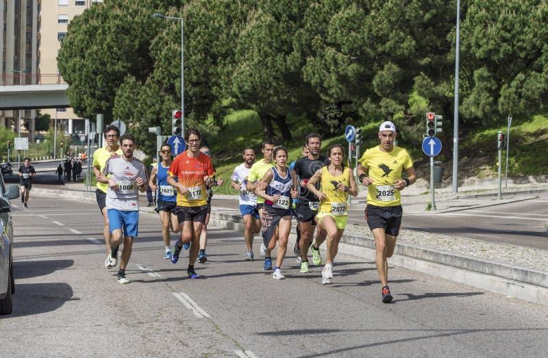 Participantes da maratona da cidade foto de stock royalty free