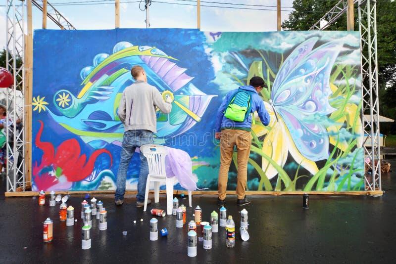 Participantes de grafittis do festival imagens de stock