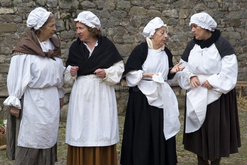Participantes do partido medieval do traje fotografia de stock royalty free