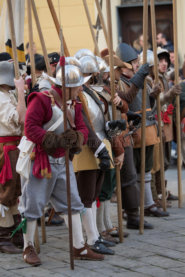 Participantes do partido medieval do traje foto de stock