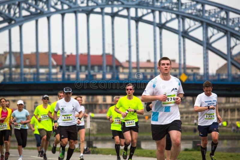 Participantes durante el maratón anual del international de Kraków imágenes de archivo libres de regalías