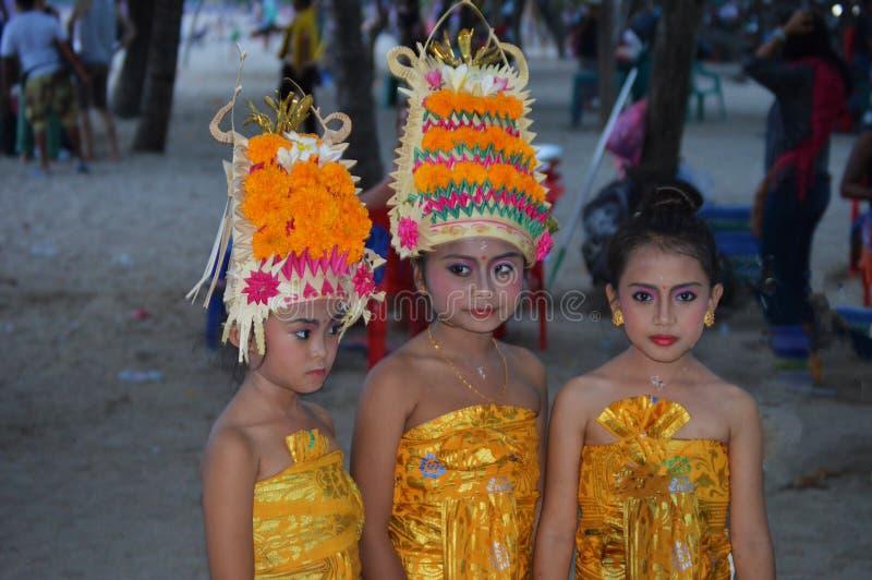 Participantes femeninos jovenes en el festival religioso fotos de archivo libres de regalías