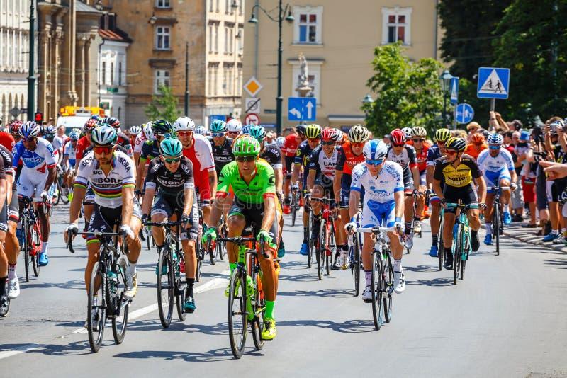 Participantes no identificados del 74.o viaje de Pologne El viaje de Pologne es el acontecimiento de ciclo más grande adentro foto de archivo libre de regalías
