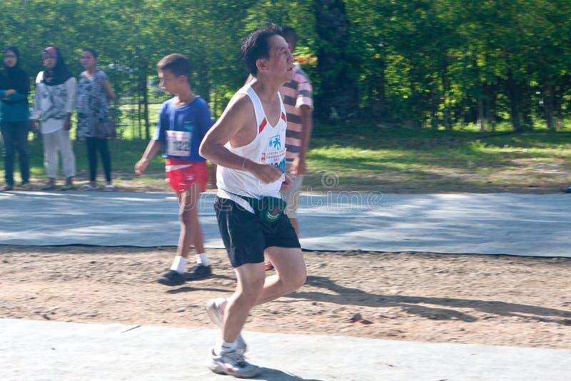 Participantes que terminam a maratona de 5km em Lagun fotos de stock royalty free