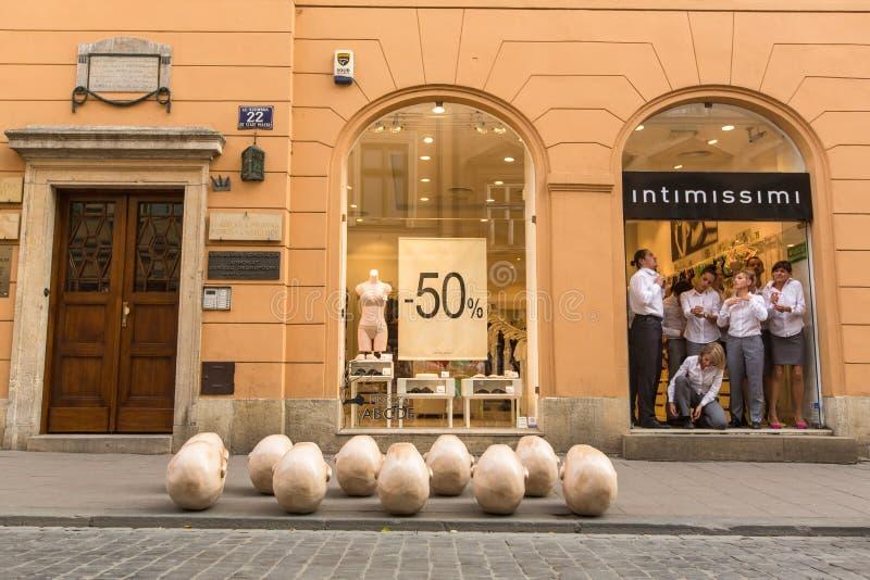 Participants annuellement (9-12 juillet) au 28ème festival international des théâtres de rue photographie stock