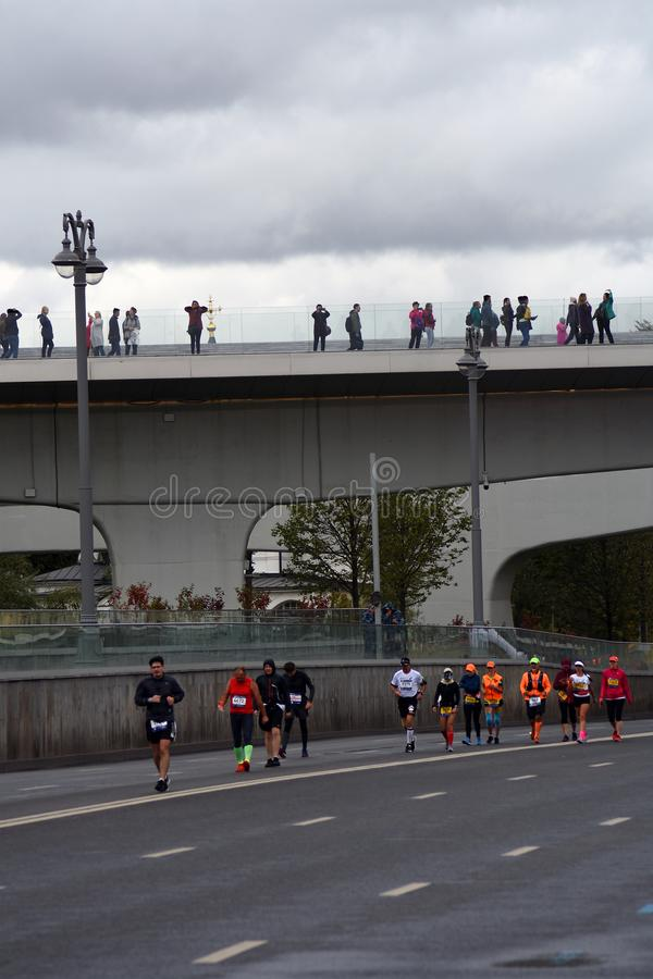 Participants de marathon de 6 Moscou photo stock