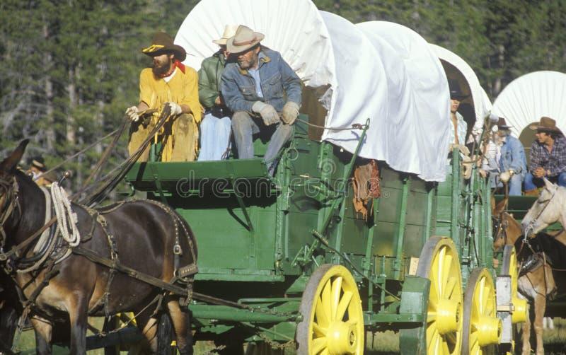 Participants vivants d'histoire au wagon de train près de Sacramento, CA photographie stock