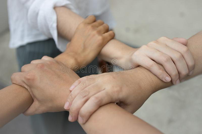 Participation des mains à chaînes, puissance de collaboration Travail d'équipe d'unité image libre de droits