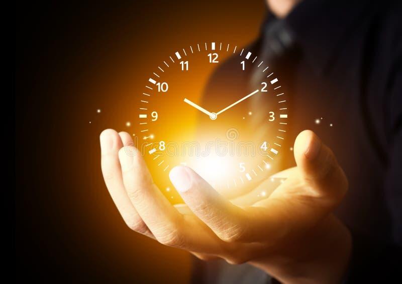 Participation et temps de main d'homme d'affaires photographie stock