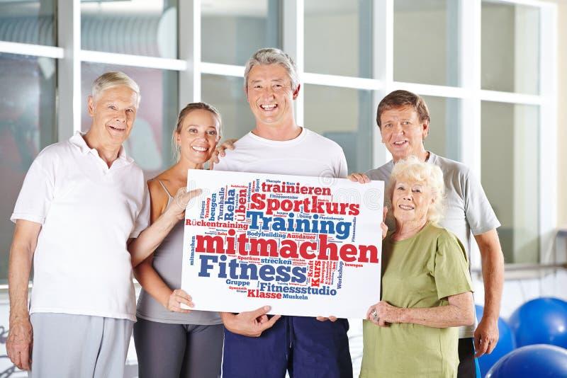 Participe no fitness center foto de stock