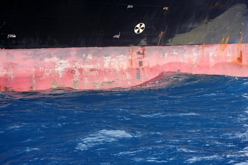 Particolare d'acciaio ancorato del lato di dritta della barca fotografia stock libera da diritti
