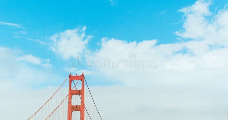 Particolare del ponticello di cancello dorato a San Francisco fotografia stock libera da diritti