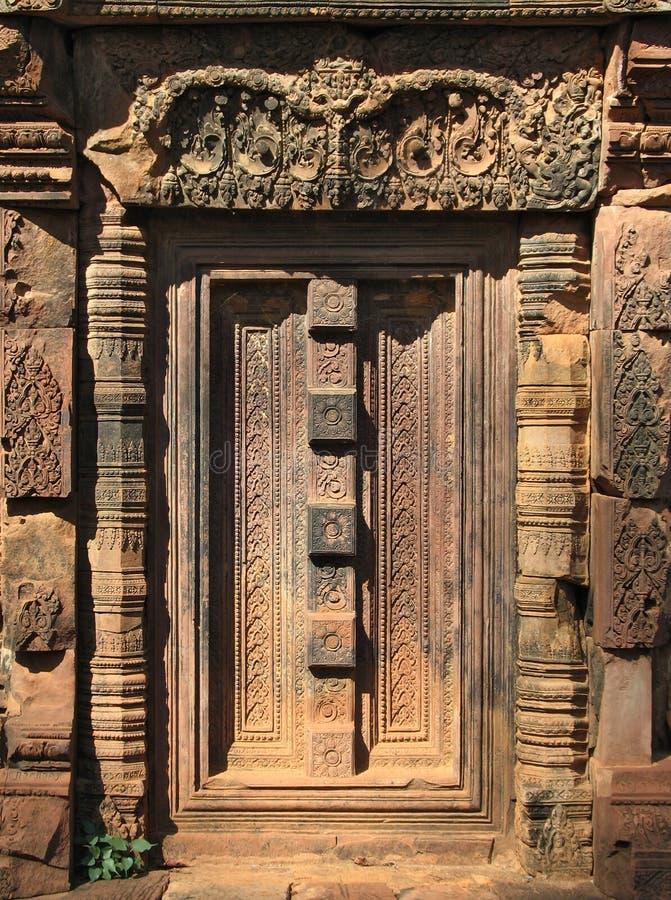 Particolare del portello, Banteay Srei, Cambogia fotografie stock libere da diritti