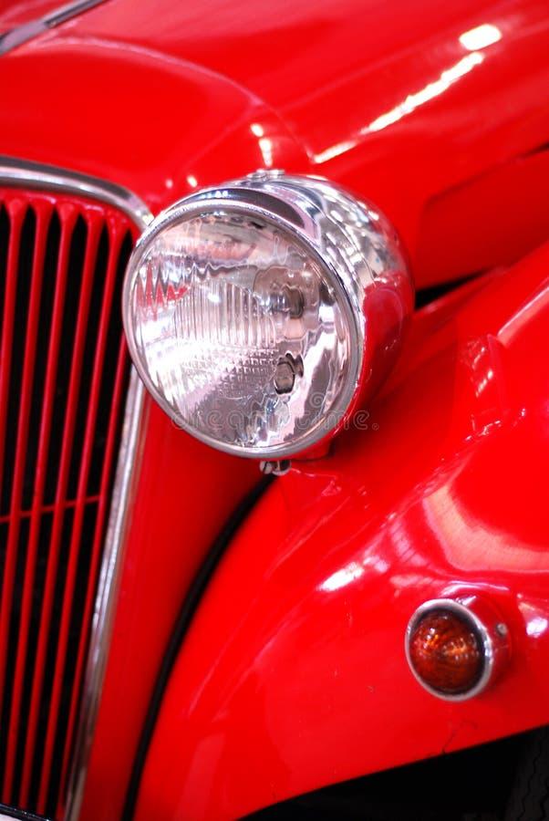 Particolare dell'automobile storica rossa fotografia stock libera da diritti
