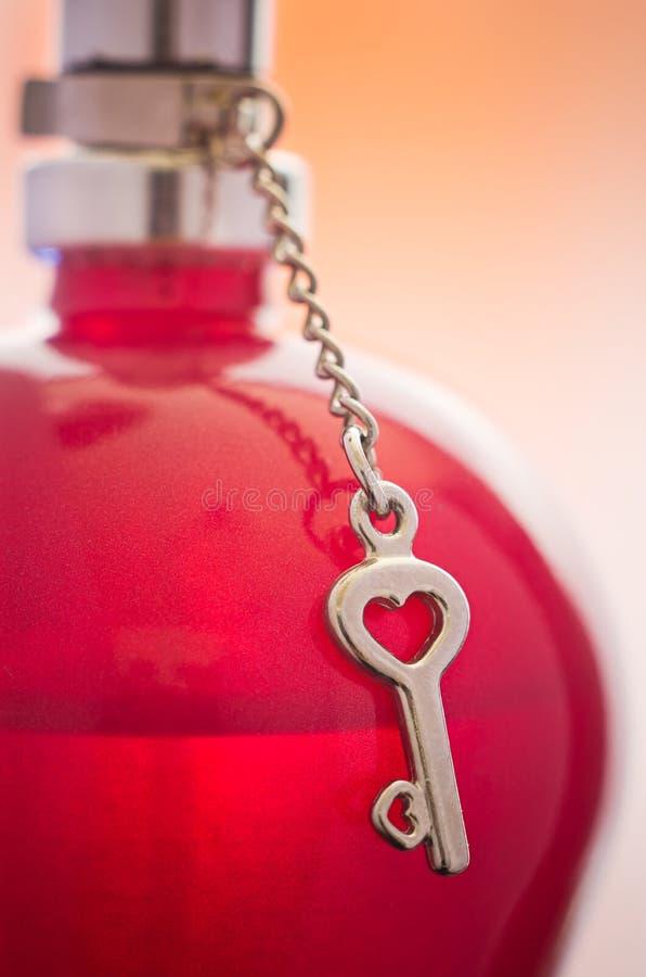 Particolare della bottiglia di profumo fotografie stock libere da diritti