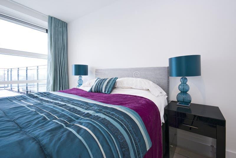 Particolare di grande doppia camera da letto moderna fotografia stock immagine di comodo luce - Camera da letto grande ...